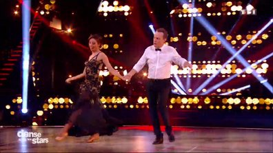 Un quickstep pour Julien Lepers et Silvia Notargiacomo sur « It's Not Unusual» (Tom Jones)