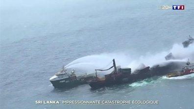 Une catastrophe écologique à Sri Lanka : un porte-conteneurs en flammes depuis douze jours