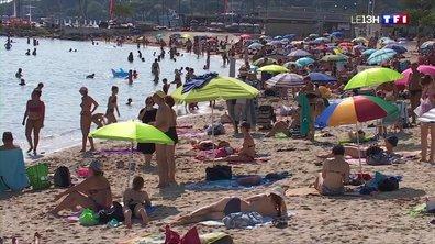 Vacances : un monde fou sur les plages d'Antibes