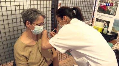 Vaccination : premières injections à l'hôpital militaire de Toulon