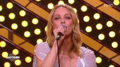 """Vanessa Paradis : """"Ces mots simples"""" en live pour Quotidien"""
