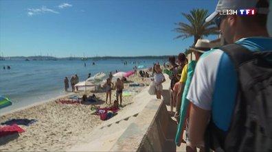 Var : la plage de Hyères pleine de monde ce 15 août