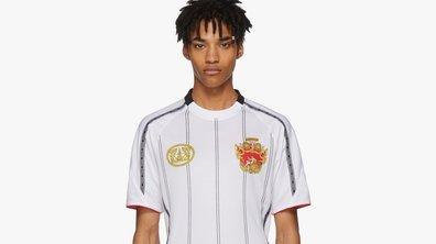 Insolite : Un maillot de football Versace pour près de 500 euros