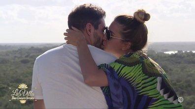 Martika et Elie, bisous romantiques en haut de la pyramide