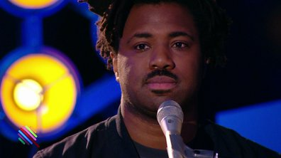"Sampha - ""(No one know me) like the piano"" en live dans Quotidien"