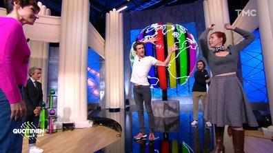 Yann Barthès, Étienne Carbonnier et Maïa Mazaurette dansent avec Julien Derouault