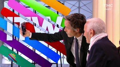 Yann Barthès s'offre un selfie avec Charles Aznavour