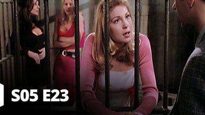 S05 E23 - A trop jouer avec le feu ...