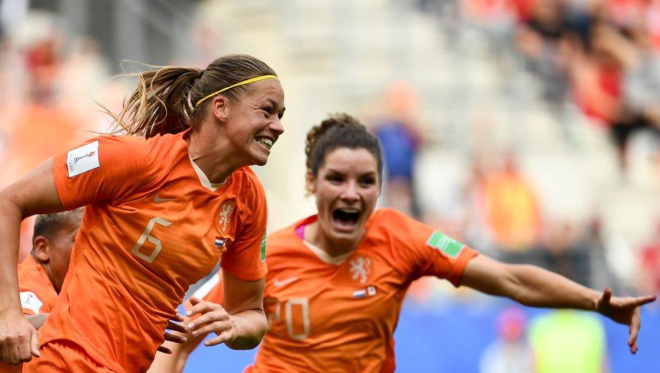 Les Pays-Bas remportent le choc face au Canada et terminent en tête du groupe E