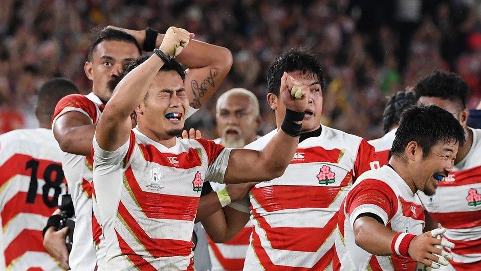 Le Japon entre dans l'histoire et rejoint les quarts (28-21)