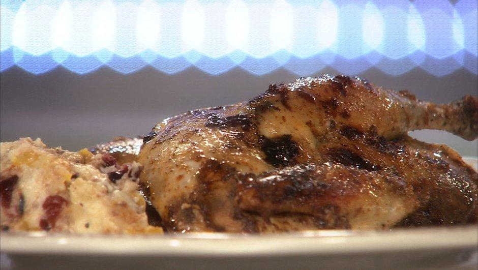 Poule faisane farcie de pain aux fruits, frais et séchés