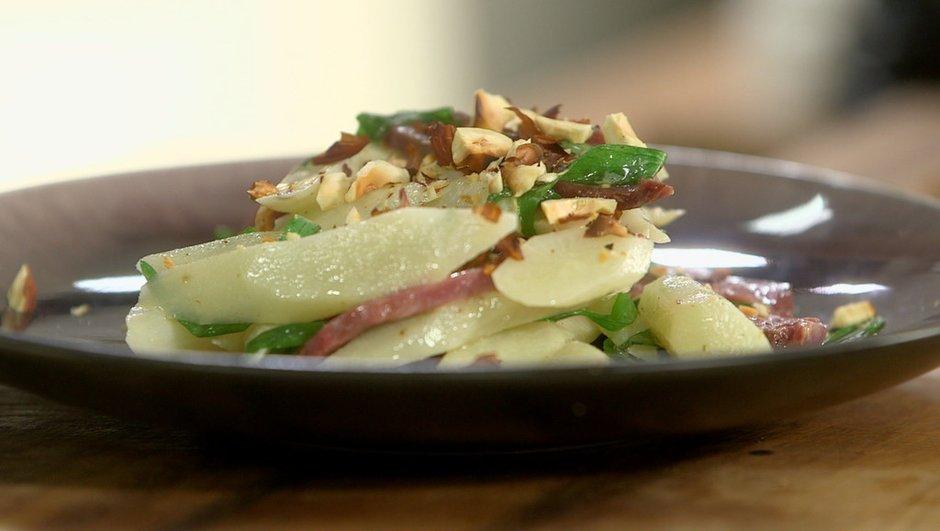 Salade tiède de scorsonères au magret de canard fumé
