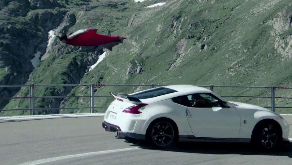 Vidéo : Nissan 370Z Nismo vs base jumper, la descente spectaculaire
