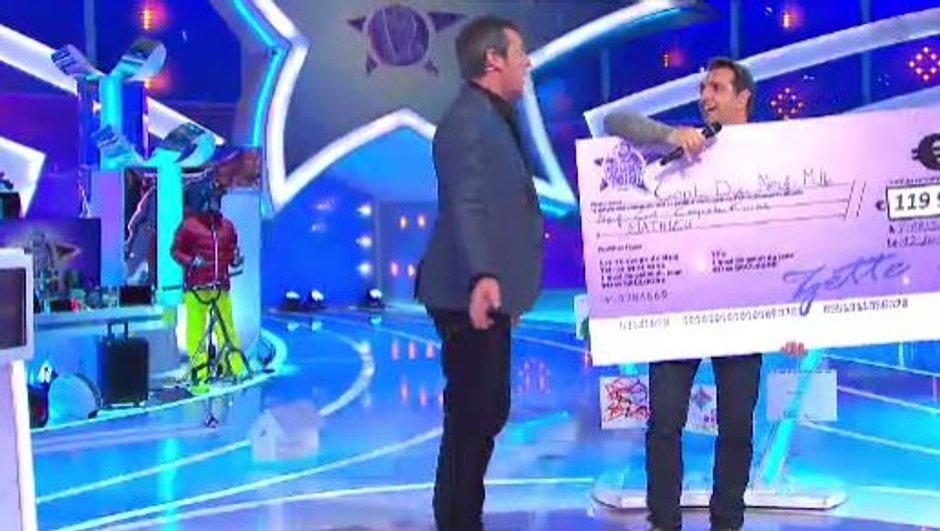 Mathieu éliminé, il reçoit un énorme chèque des mains de Jean-Luc Reichmann