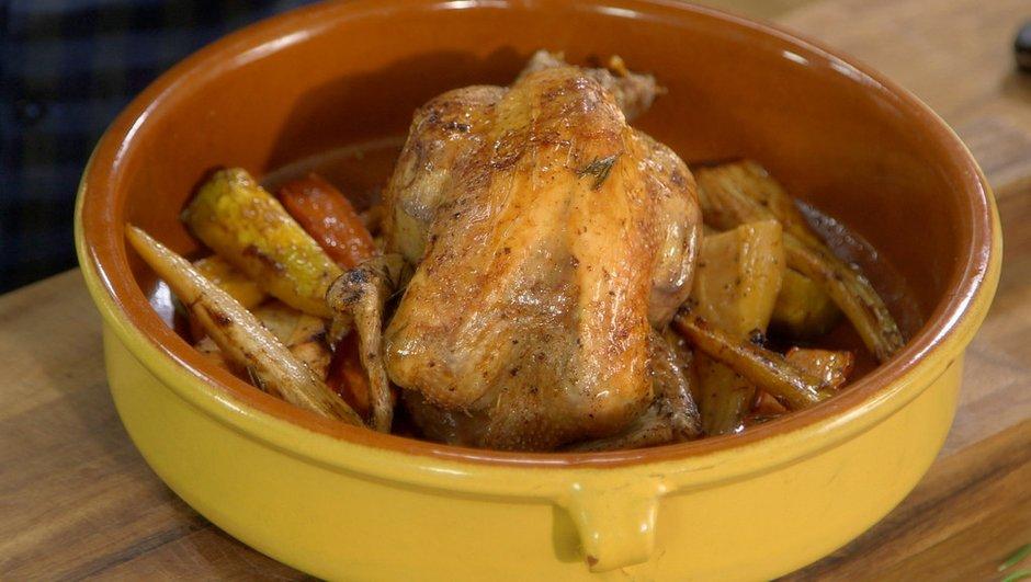 Poulet rôti au romarin et aux légumes racines