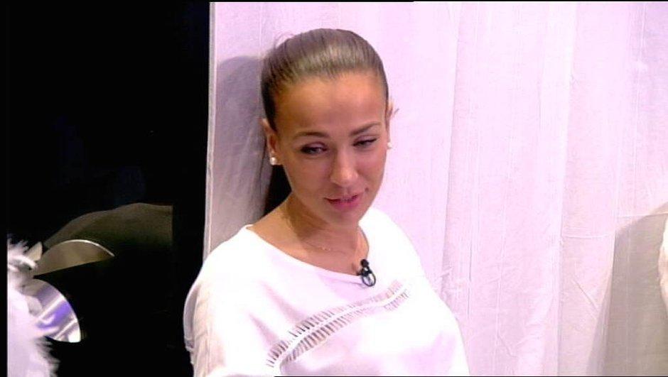 Julie demande à Mélanie la permission de sortir avec Loïc