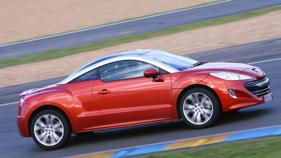 Le Peugeot RCZ entre en piste sur le circuit Bugatti du Mans