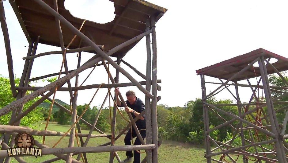 Koh-Lanta : Denis Brogniart se prend pour Tarzan !