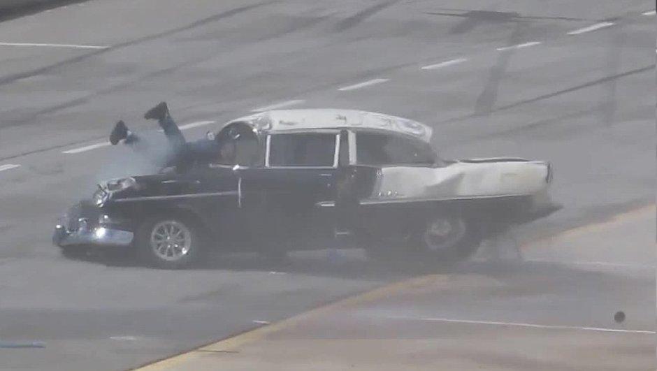 Vidéo Insolite : un pilote passe par le pare-brise, et en sort indemne !