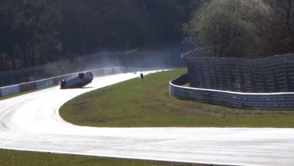 Insolite : Un nouveau crash d'une Renault Mégane R.S. au Nürburgring
