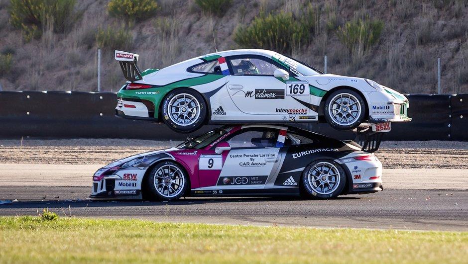 Vidéo Insolite : Deux Porsche l'une sur l'autre en Carrera Cup !