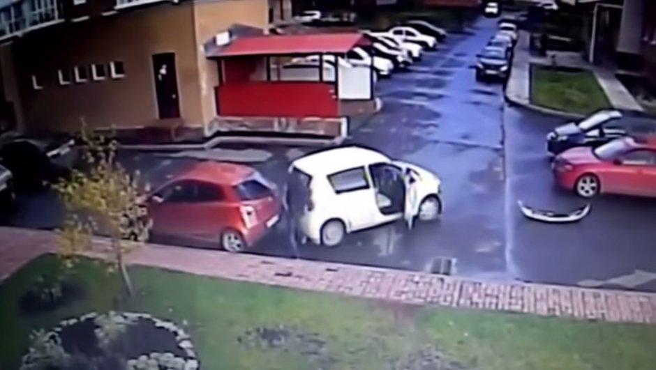 Vidéo Insolite : Le plus maladroit automobiliste du monde est Russe !