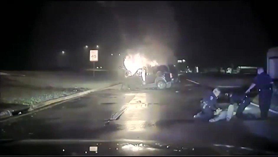 Insolite : deux policiers sauvent in extremis la vie d'un conducteur