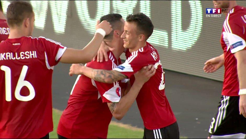 Vidéo Albanie-France:  Kaçe ouvre la marque sur coup franc ! (1-0)