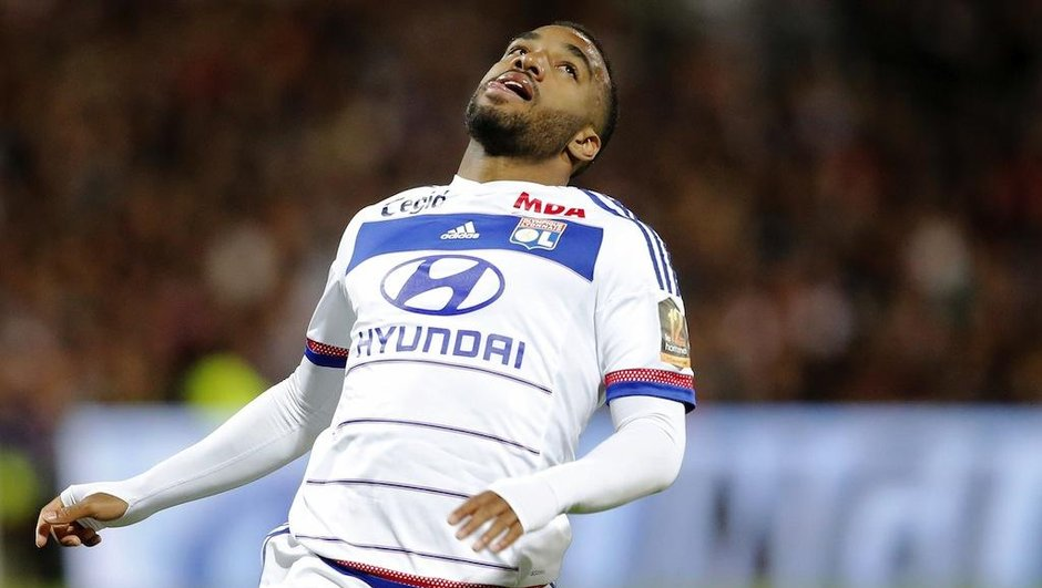ligue-1-malouda-lacazette-ruffier-enyeama-assurent-spectacle-6305469