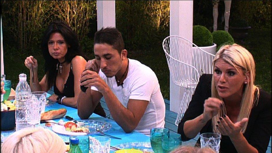 Amélie et Benoît prennent la défense de Leila