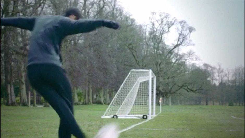 Vidéo insolite : Angel Di Maria marque un corner direct avec un coup du foulard