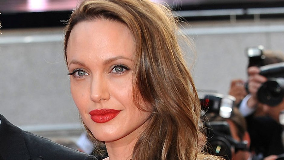 Angelina Jolie se fait un tatouage intime