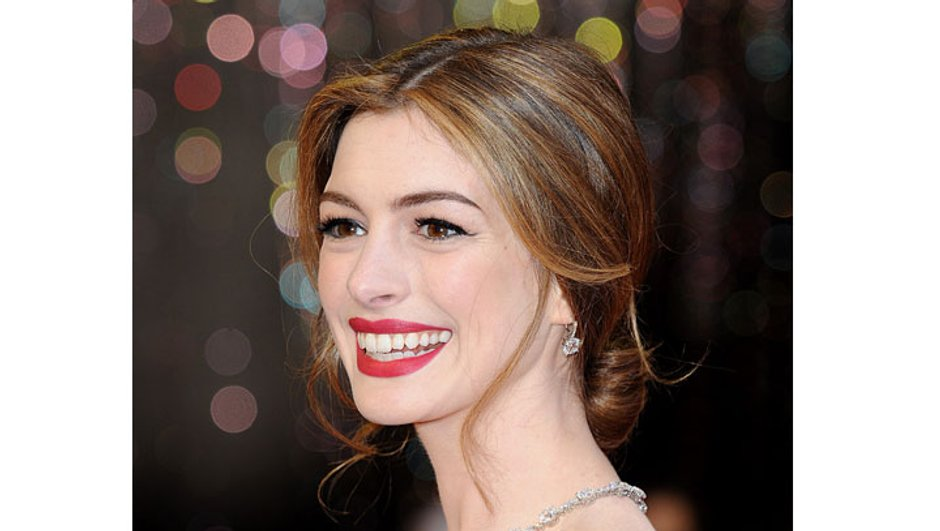 anne-hathaway-celebre-fiancailles-a-new-york-9048093