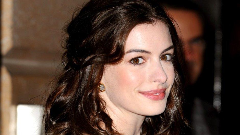 Anne Hathaway rêve d'embrasser Angelina Jolie !