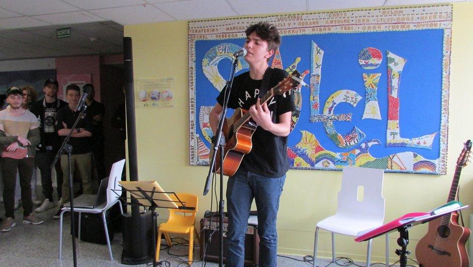 Antoine et Louisa Rose chantent pour les enfants malades !