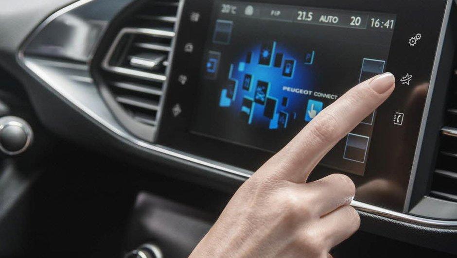 CES 2017 : le Groupe PSA expérimente la voiture connectée en 5G
