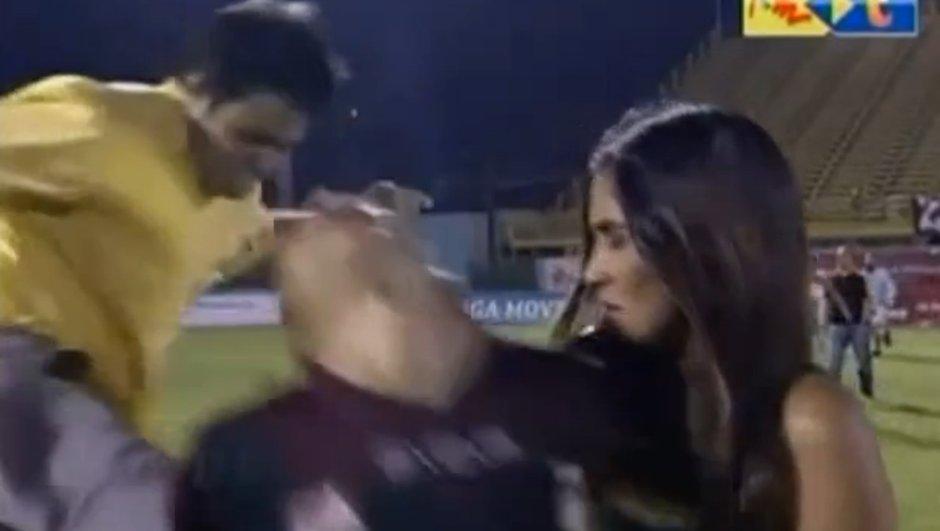 Vidéo insolite : Un joueur violemment agressé par derrière en pleine interview