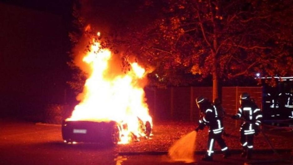 Insolite : Il brûle sa Ferrari 458 Italia pour s'acheter un nouveau modèle