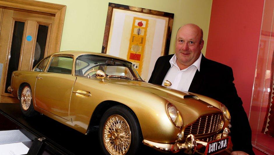 Une maquette en or de l'Aston Martin DB5 vendue pour 70.000 euros