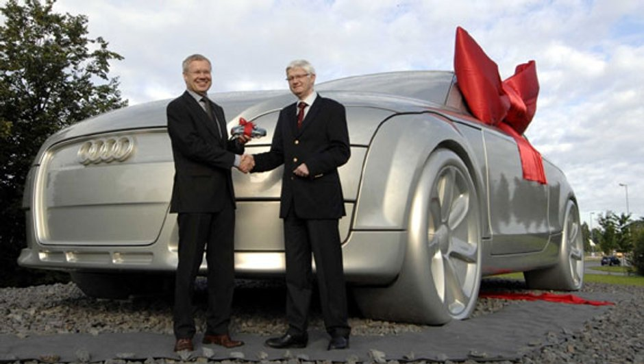 Un Audi TT géant offert à la ville d'Ingolstadt