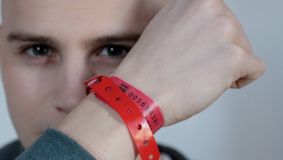 bracelets-rouges-secrets-de-tournage-de-serie-evenement-6674918
