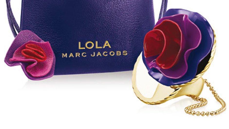A Noël, portez le parfum Lola de Marc Jacobs à votre doigt