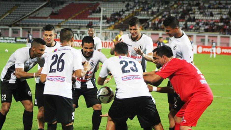 Vidéo insolite : Des joueurs font léviter le ballon au Venezuela