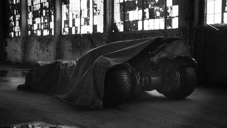 Batmobile : photo teaser du nouveau bolide de Batman