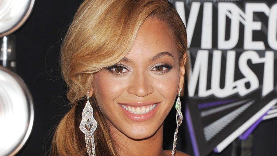 Beyonce enceinte : elle annonce sa grossesse aux MTV Awards (VIDEO)