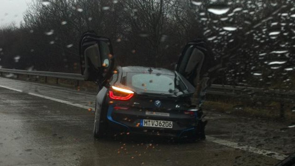 insolite-un-prototype-de-bmw-i8-accidente-8520519