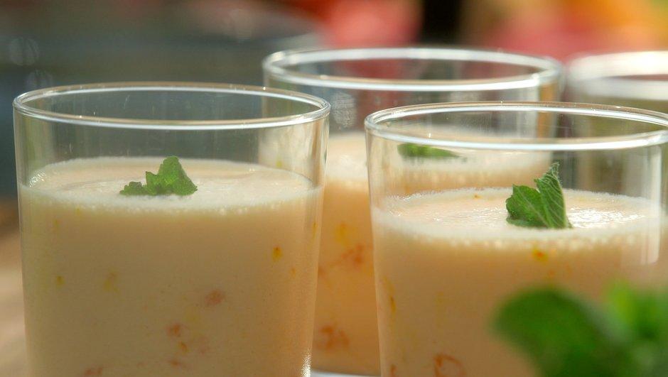 Boisson frappée au melon au lait ribot, façon lassi