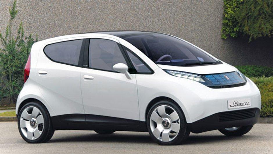 blue-solutions-voiture-electrique-a-cote-0597729
