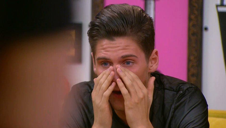 Secret Story 11: Entre larmes et émotion, le dernier cadeau des Habitants à Bryan