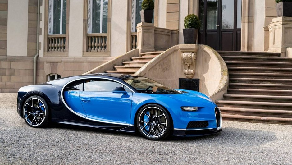 Quatre Bugatti Chiron dans la Vallée de la Mort